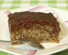 Brz i sočan kolač sa orasima.Za strpljive - neka čekaju da se kolač ohladi, a za nas nestrpljive - čupkaćemo ga i tako vrelog, odličan je! Sastojci za kolač : 2 jaja 250 gr šećera 1 vanilin šećer 400 gr brašna 1 prašak za pecivo 260 ml mleka 110 ml ulja 50 gr mlevenih oraha Preliv: 2…
