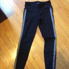 Athleta Tuxedo Chaturanga tights Size XS Athleta Pants Leggings