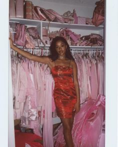 Girl In Red Aesthetic Outfit Black Girl Aesthetic, Boujee Aesthetic, Aesthetic Vintage, Aesthetic Outfit, Aesthetic Drawing, 2000s Fashion, Look Fashion, Fashion Outfits, Fashion Clothes