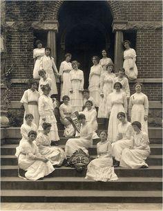 Dress of women in 1913 | University girls, Minnesota, 1913. working on a reproduction Edwardian ...