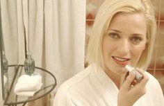 Sugerencias de maquillaje para mujeres mayores de 40 | eHow en Español