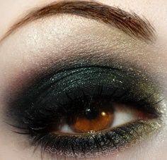 shimmery green smoky eye shadow