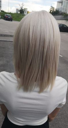 Shine ice blonde haircolor Ice Blonde, Hair Colors, Long Hair Styles, Beauty, Shaving Machine, Barber Shop Names, Hairdressers, Dressmaking, Shaving