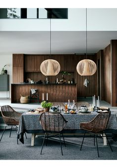 One of the easiest and most overlooked ways to bring shades to your Dark Dining Room is by changing up your lighting sources with modern ideas. Interior Design Magazine, Room Interior Design, Home Interior, Modern Interior Design, Kitchen Interior, Scandinavian Interior, H & M Home, Beton Design, Decor Inspiration