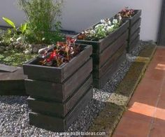 As the title of this wood pallet range was supposed to be the outdoor items that is why we have just focused on the wood pallet creations that can just be used outdoors. Many of them are just so damn easy that you can recycle them in a day or two maximum.