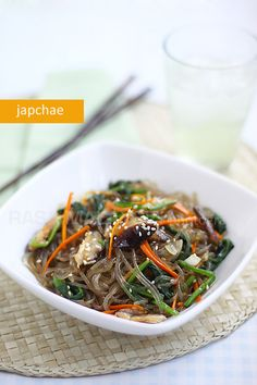 Food: Japchae (Chap Chae) recipe - Japchae (also spelled as chap chae) is the first Korean dish I tried. I fell in love with the springy and slightly chewy texture of the japchae noodle, which is made from sweet potato. Real Food Recipes, Cooking Recipes, Healthy Recipes, Tapas Recipes, Yummy Food, Healthy Food, Korean Dishes, Korean Food, Easy Asian Recipes