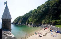 Fowey Cornwall, Devon And Cornwall, Cornwall England, Cornish Beaches, Cornish Coast, Places To Travel, Places To See, Cornwall Beaches, Holidays In Cornwall
