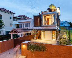 Geminada, mas, depois da reforma, não mais idêntica. Casa em Singapura.
