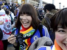 Japonesa torce para o Chelsea e até pintou o rosto para entrar na festa Foto: Ricardo Matsukawa / Terra