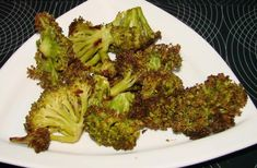 Oven-Roasted Broccoli With Parmesan (Low Fat) - The Most Healthy Foods My Favorite Food, Favorite Recipes, Good Healthy Recipes, Healthy Foods, Parmesan Broccoli, Oven Roast, Yummy Drinks, Veggies, Healthy Eating
