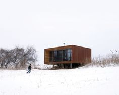 The Arado weeHouse, a modern prefab cabin with 336 sq ft, was the original weeHouse by Alchemy Architects
