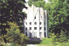 Desert de Retz, Chambourcy France, an 18th C summer house built in the form of a shatterd column.