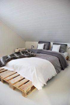 This list of 20 DIY Pallet Bed Frame Ideas involves building custom DIY bed frame designs with disassembled wooden pallets. Pallet Bedframe, Wood Pallet Beds, Diy Pallet Bed, Diy Pallet Furniture, Pallet Ideas, Small Pallet, Wooden Pallets, Pallet Projects, Euro Pallets