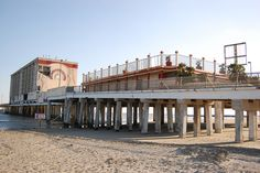 Flagship Hotel after Hurricane Ike .It would eventually be demolished to make room for the Pleasure Pier . Galveston Texas, Galveston Island, Sam Houston, Hotel Motel, Texas History, Little Island, Places To See, Nostalgia, Road Trip