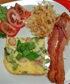The market meal of the week for this week is spinach & tomato frittata served with oven cooked bacon and home made hash-browns. Breakfast for dinner everyone's favorite!  #SVRMM #MarketMeal #YYCEats