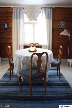 ruokailutila,ruokapöytä,keittiö,mökki,raidallinen Small Cottages, Interior Decorating, Interior Design, Nature Decor, Scandinavian Home, Country Style, Hygge, Beautiful Homes, Sweet Home