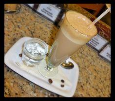 Monday Morning Mokaccino. Feliz lunes  te desea #AromaDiCaffé    Conócenos en el C.C. Metrocenter pasaje colonial. #AromaDicaffé #SaboresAroma #MomentosAroma #CoffeeLovers #CoffeeMoments #CoffeeTime