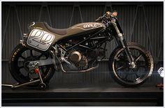 Ducati Monster M900 - EarleMotors - Pipeburn - Purveyors of Classic Motorcycles, Cafe Racers & Custom motorbikes