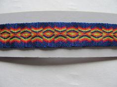 pulsera tejida en telar de targetas