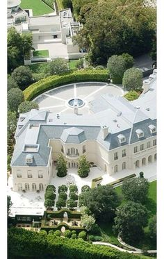 Luxury Mansions in Hollywood