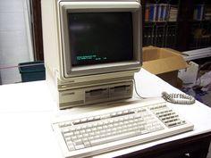 Hewlett Packard HP 150 II Computer Model 9123D (1980s).
