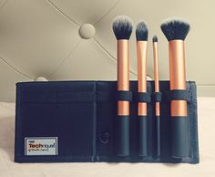 I finally decided to push this up on my priority of things to buy. The Real Techniques Core Collection Brush Set is by Samanthat Chapman of Pixiwoo (one Real Techniques Brushes, Core Collection, Brush Set, Things To Buy, Skincare, About Me Blog, Make Up, Queen, Beauty