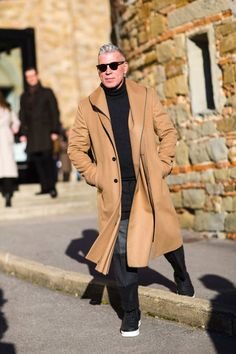 See the Best Street Style From Pitti Uomo Cool Street Fashion, Street Style, Camel Coat Outfit, Man Outfit, Nick Wooster, London Fashion Week Mens, Pitta, Well Dressed Men, Mode Style