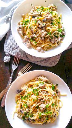 makaron stroganoff z pieczarkami Calzone, Clean Eating, Spaghetti, Food And Drink, Yummy Food, Cooking, Ethnic Recipes, Kitchen, Pierogi