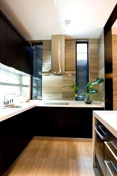 Mit dem richtigen Beleuchtungskonzept können auch schwarze Küchen überzeugen