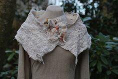 Bijzondere hand gevilte sjaal/kraag van zijde door sassafrasdesignl, $125.00