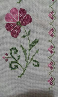 This Pin was discovered by Zey Simple Cross Stitch, Cross Stitch Rose, Cross Stitch Borders, Cross Stitch Flowers, Cross Stitch Charts, Cross Stitch Designs, Cross Stitch Patterns, Knitting Patterns, Crochet Stitches