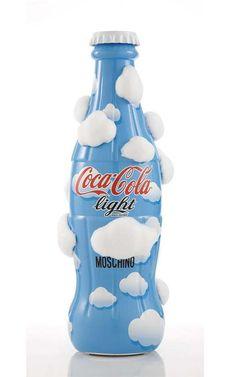"""Modelito de """"Moschino"""" para botella de Coca Cola"""