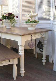 Landelijk, mooie kleur tafel
