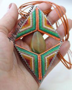@elifaunutur @ayferletaki #ayferletakitasarim #çeşit #handmadejewelry #kolyemodelleri #renkrenk #moda #model #miyuki #miyukibeads… Peyote Patterns, Brick Stitch, Bead Art, Bead Weaving, Geometric Shapes, Jewelry Art, Diy And Crafts, Triangle, Beads