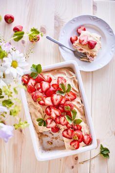Mansikkavuokakakku eli kesän nopein mansikkakakku   Maku Sweet Pastries, Sweet And Salty, Yummy Cakes, Food Styling, Pasta Salad, Food Inspiration, Tart, Good Food, Brunch