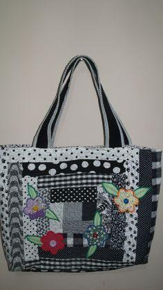 bolsa em patchwork, tecido 100% algodão, forrada com bolsos internos