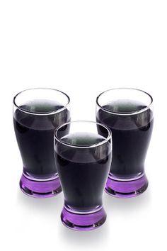 Toast another Ravens win with a Purple Helmeted Warrior Cocktail | #myspiritedtailgate #henhouselinens #ravensnation