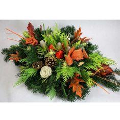 Aranžmán, ktorý má živý čečinový základ, umelé kvety a sušiny. Základný priemer je 50cm Christmas Wreaths, Holiday Decor, Home Decor, Decoration Home, Room Decor, Home Interior Design, Home Decoration, Interior Design