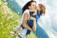 Картинки по запросу мама обнимает дочь