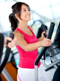 Wil je een fitnessapparaat voor thuis aanschaffen? Kies dan voor een crosstrainer. Bezoek je regelmatig de sportschool? Sla ook dan de crosstrainer niet over! Een crosstrainer is namelijk ideaal om lichaamsvet en calorieën te verbranden. Hierbij een ideaal trainingsschema voor de crosstrainer voor snel afvallen & gewichtsverlies