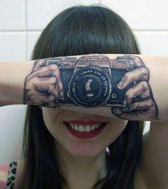 tatuaż aparat fotograficzny