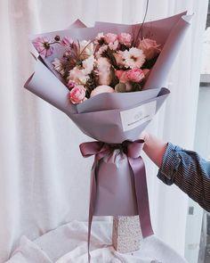 """좋아요 177개, 댓글 1개 - Instagram의 플로리스트 홍서윤(@blooming__bouquet)님: """"#블루밍부케기초반 꽃다발~ 다들 생애첫 꽃다발을 기억하시나요? 저는 엄마생신때 드릴려고 원데이에서 만든게 처음이였는데 재미있어서 취미반도 들어보고 그러다 여기까지 왔어요 ^^…"""""""