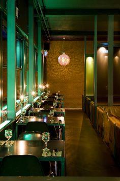 Badhu in Utrecht is gevestigd in een oud badhuis, vandaar de afkorting Badhu. Budhu heeft naast een restaurant met Arabische keuken ook een hotel met acht gekleurde, mooi ingerichte kamers. Overigens is de inrichting van het restaurant ook prachtig: kleurrijk, stijlvol en veel sfeervolle verlichting. In restaurant Badhu kun je... Read More →