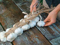 SLIDESHOW: How to Braid a Garlic Wreath