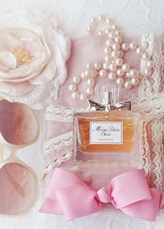Things I love: pearls, lace, flowers, pink, all things girly and Miss Dior Chérie! (Pink Sugar is missing though!)