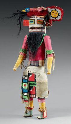 Important Kachina Hilili Zuni, Nouveau Mexique, U.S.A Bois de cottonwood, circa 1930 Hauteur: 48 cm Pièce maitresse de par sa taille (48 cm), est 25 - 30 000, sold 29 000 €