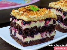 ciasto kakaowe z grysikiem i jagodami