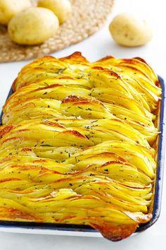 Close up of crispy leaf potatoes. Best Potato Recipes, Roasted Potato Recipes, Potato Side Dishes, Vegetable Side Dishes, Vegetable Recipes, Sliced Potatoes, Roasted Potatoes, Beef Recipes For Dinner, Cooking Recipes