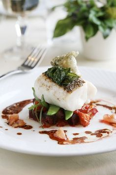 Crisp Norwegian Skrei with Burgundy Sauce - Anna Coombs Hmr Pine Nut Recipes, No Salt Recipes, Gourmet Recipes, Cooking Recipes, Seafood Dishes, Fish And Seafood, Food N, Food And Drink, Chefs