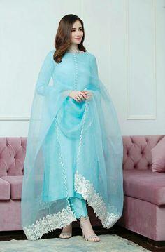 Fashion Tips Hijab .Fashion Tips Hijab Simple Pakistani Dresses, Pakistani Dress Design, Pakistani Outfits, Indian Outfits, Pakistani Party Wear, Indian Fashion Dresses, Dress Indian Style, Indian Designer Outfits, Muslim Fashion
